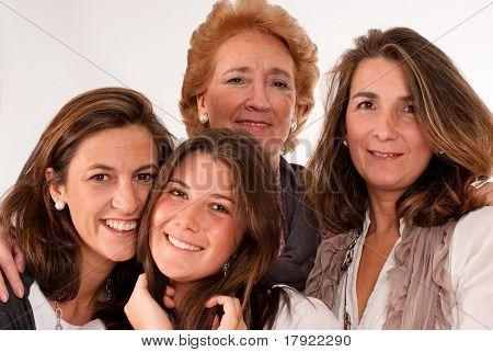 Einzelnes Bild von vier Frauen verschiedener Generationen