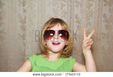 hand victory gesture little girl funny sunglasses retro wallpaper
