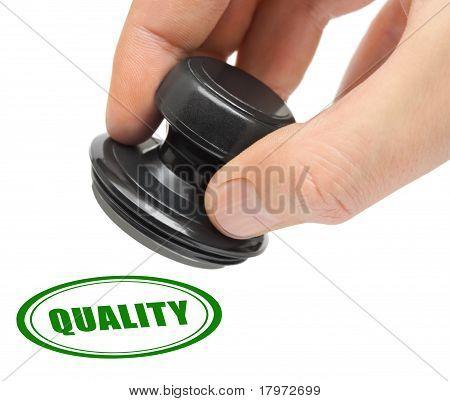 Mano y sello de calidad