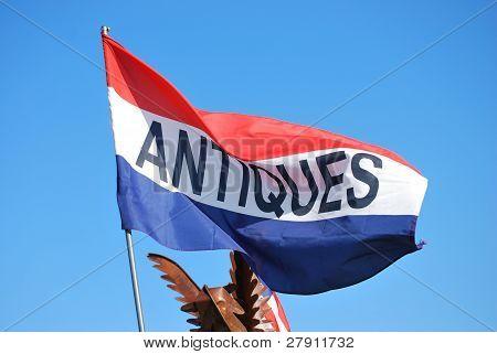 Antiquitäten-Flag auf blau