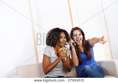 Meninas cute assistindo Tv