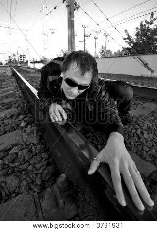 DJ auf einer Schiene