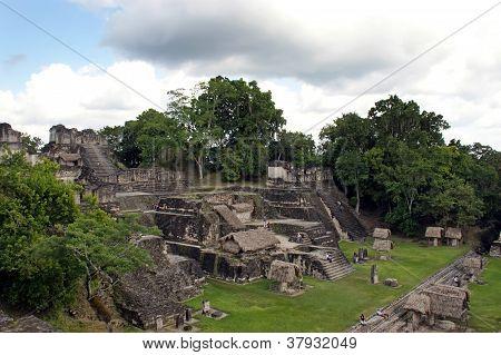Antiguas ruinas mayas en Tikal Guatemala