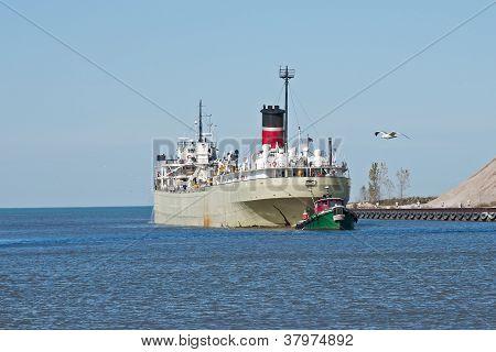 Schlepper und Frachter