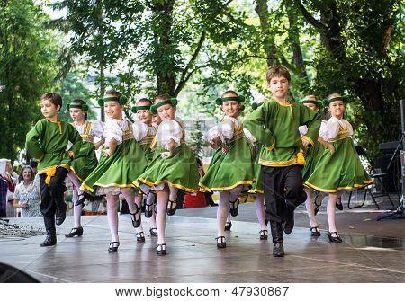 Festival Nacional letona canto y baile