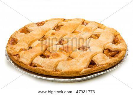 Uma deliciosa torta de maçã sobre um fundo branco