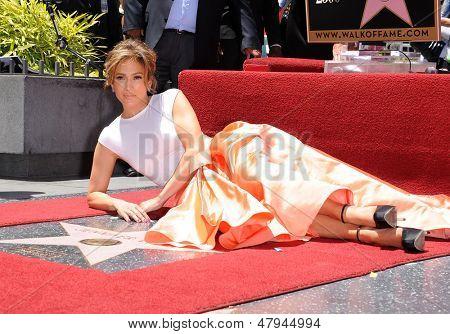 LOS ANGELES - JUN 19:  Jennifer Lopez arrives to the Walk of Fame Honors Jennifer Lopez  on June 19,2013 in Hollywoods, CA