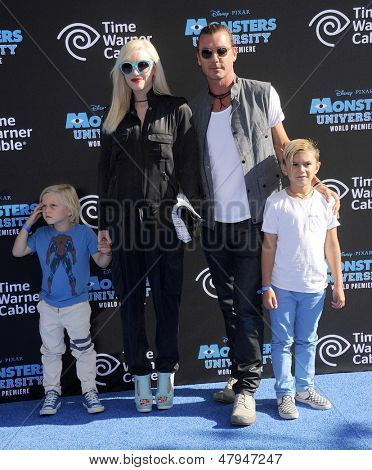 LOS ANGELES - JUN 17:  Gwen Stefani, Gavin Rossdale, Kingston and Zuma arrives to the '