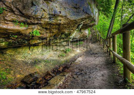 Eagle Falls hiking trail in Cumberland Falls State Resort in Kentucky