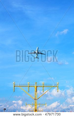 Aeroplane approach landing direction light