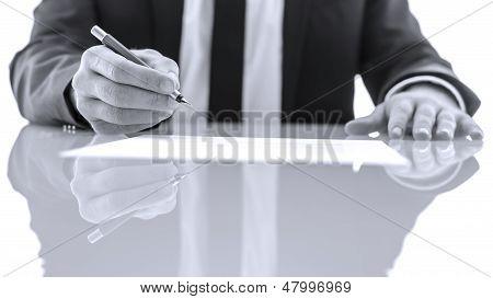 Unterzeichnung und gerichtliche Schriftstücke lesen