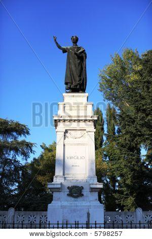 Latin poet Virgilio statue