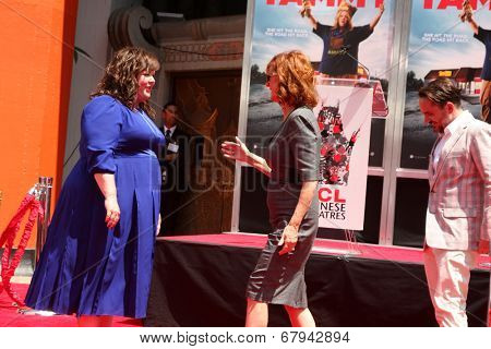 LOS ANGELES - JUL 2:  Melissa McCarthy, Susan Sarandon at the Melissa McCarthy Hand and Footprint Ceremony at the TCL Chinese Theater on July 2, 2014 in Los Angeles, CA