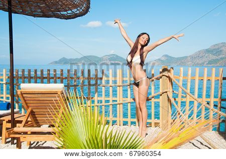 Girl on tiptoes enjoys sun and sea