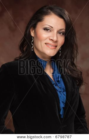 attraktive hispanic Woman Studio portrait