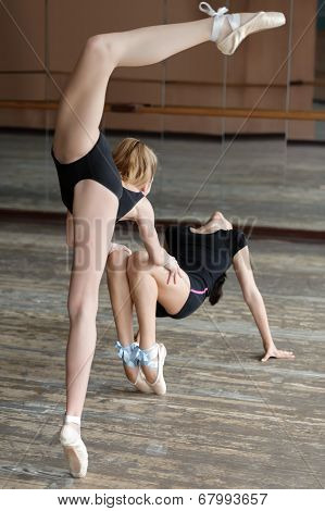 Two ballerinas rehearsing in the studio