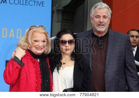 LOS ANGELES - DEC 5:  Gena Rowlands, Alexandra Cassavetes, Nick Cassavetes at the Gena Rowlands Hand and Foot Print Ceremony at the TCL Chinese Theater on December 5, 2014 in Los Angeles, CA