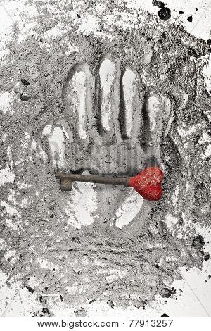 Hart Key On A Palm Print In Ash