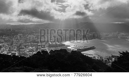 Sunrays over Wellington's skyline as seen from Mount Victoria