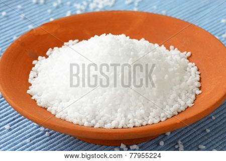 grains of sea salt in the ceramic bowl