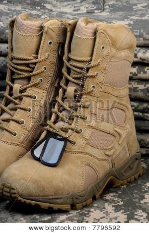 Deserto Tactical Boots e cadeias de Tag militar