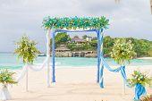pic of wedding arch  - beautiful wedding arch - JPG