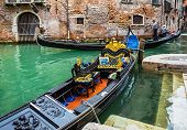 picture of gondolier  - VENICE ITALY  - JPG