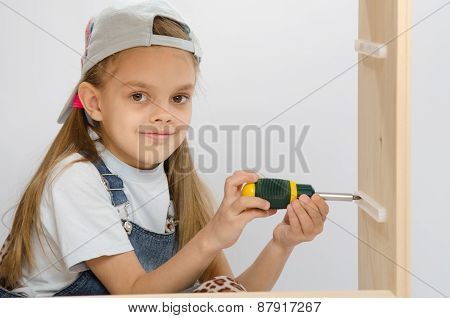 Child Spins Mounting Boxes, Collecting Cabinet