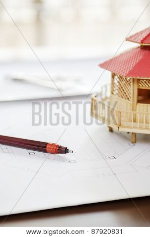 Drawing pen and modular home