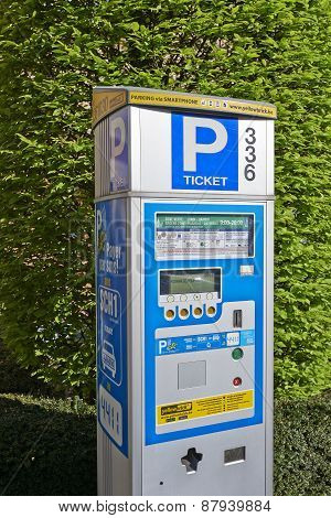 Brussels Powered Solar Parking Meter