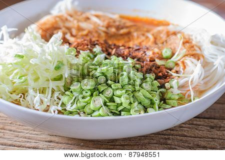 Thai Rice Vermicelli Served With Curry
