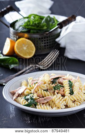 Pasta fusilli with baked salmon and spinach