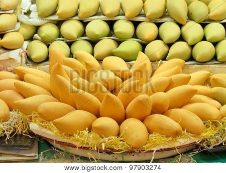 Mangoes in market