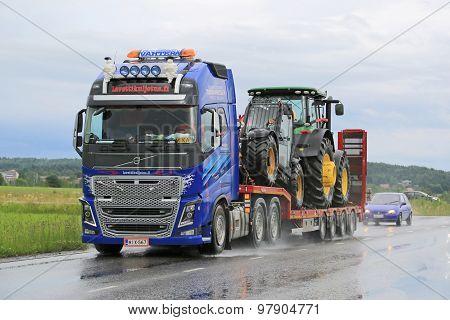 Volvo FH16 Truck Hauls John Deere Machinery