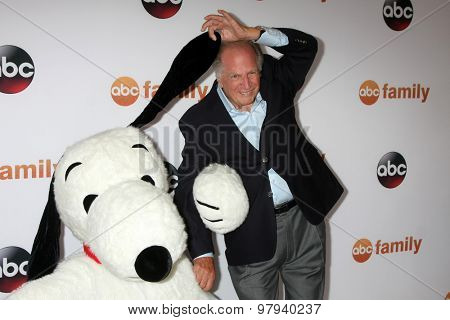 LOS ANGELES - AUG 4:  Snoopy, Lee Mendelson at the ABC TCA Summer Press Tour 2015 Party at the Beverly Hilton Hotel on August 4, 2015 in Beverly Hills, CA