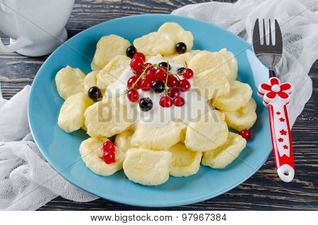 Lazy Dumplings Of Cottage Cheese With Sour Cream And Berries