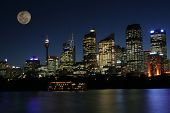 Mond In Sydney Skyline