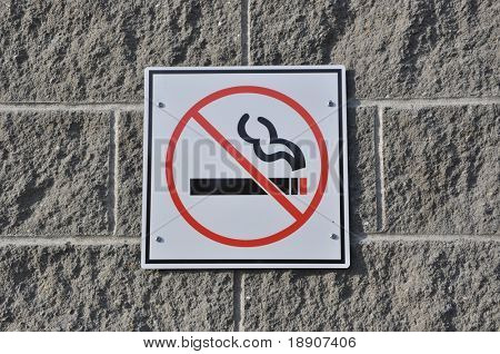 No Smoking Sign an der Wand