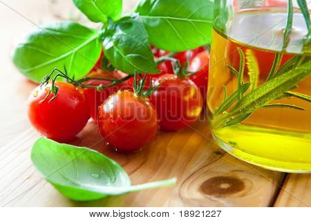 Fresh tomatoes with basil and olive oil