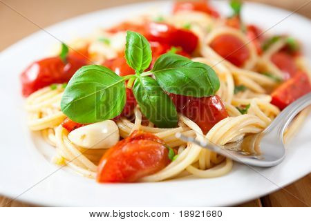 Spaghetti with roasted cherry tomatoes,basil and garlic