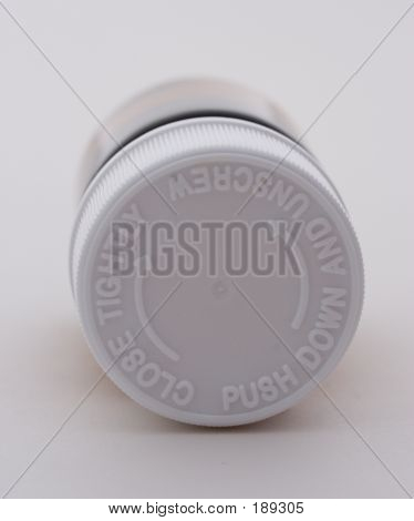 Child Safety Lid On Pill Bottle