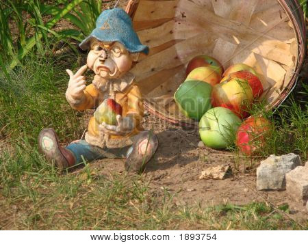 Gnome_Bee_Apples