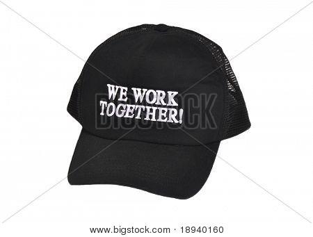 """Sombrero negro con las palabras """"Estamos juntos"""". Ideal para el concepto de trabajo en equipo"""
