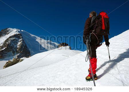 ¿Guía de alpinista en el vall del glaciar? Blanc, Aiguille du Midi, Chamonix, Mont Blanc, Alpes West, Fra