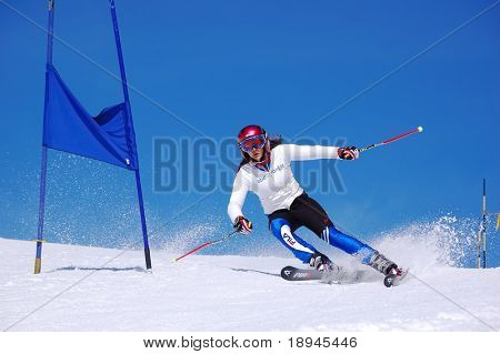 Junge Skirennläufer Abfahrt Slalom zu tun