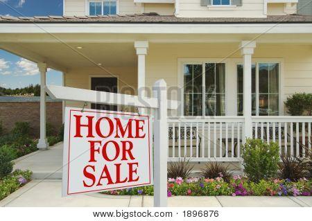 Haus zum Verkauf Zeichen vor schönen Seeufer neues Zuhause