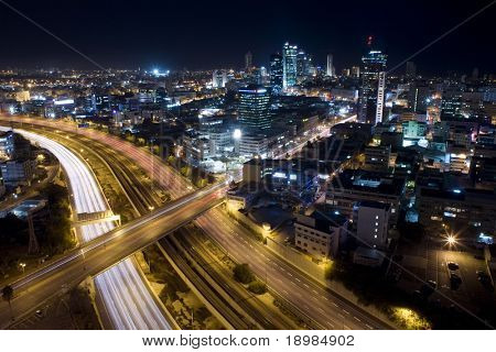 Tel Aviv Skyline tel Aviv in der Dämmerung / Nacht Stadt / Blick auf tel Aviv bei Nacht.