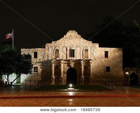 the Alamo lit up at night in San Antonio Texas