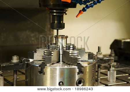 Thin mill cutting the metall blank in vertical chuck
