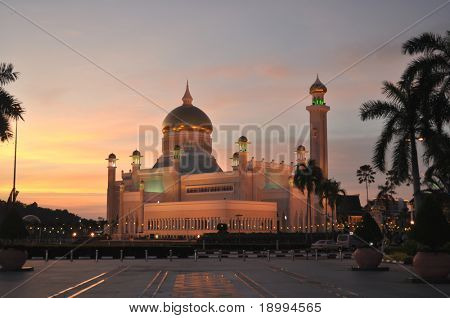 Sultan Omar Ali Saifuddin Mosque at sunset, Brunei